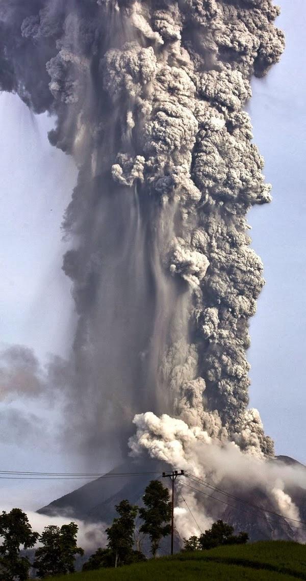 FOTO SATELIT Dahsyatnya Semburan Asap Sinabung
