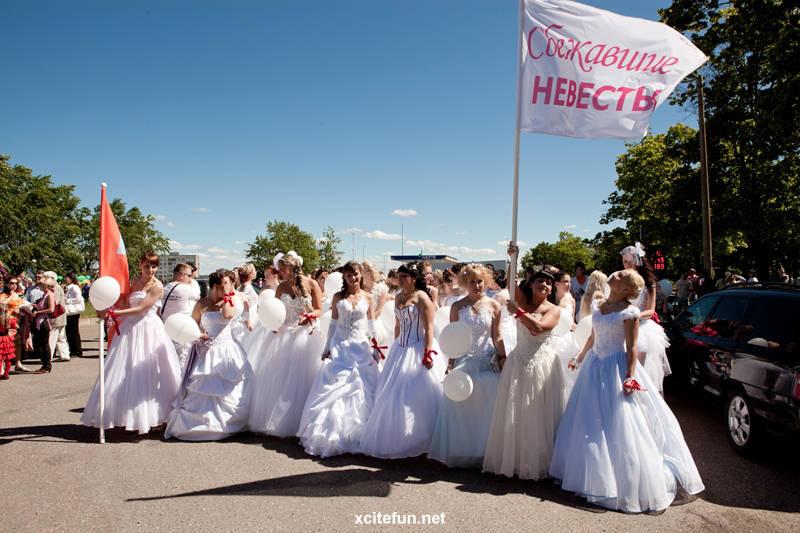 Wedding Race - The Runway Brides
