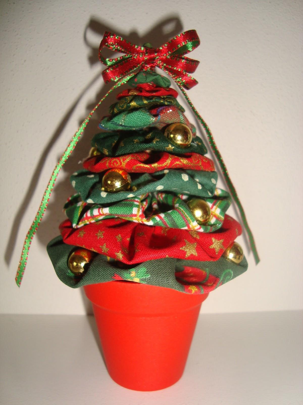 Arte Customizada by Priscila Kato: Árvore de Natal de fuxico #B81D13 1200x1600