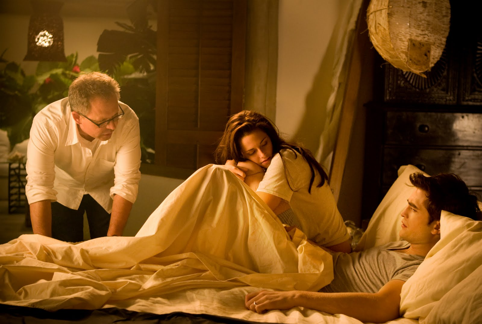http://4.bp.blogspot.com/-g9jG88O8aiw/Tk1n-j53jYI/AAAAAAAABTo/StIbtBKAd1s/s1600/Robert-Pattinson-Kristen-Stewart-Twilight-Saga-Breaking-Dawn-Part-1-image-3.jpg