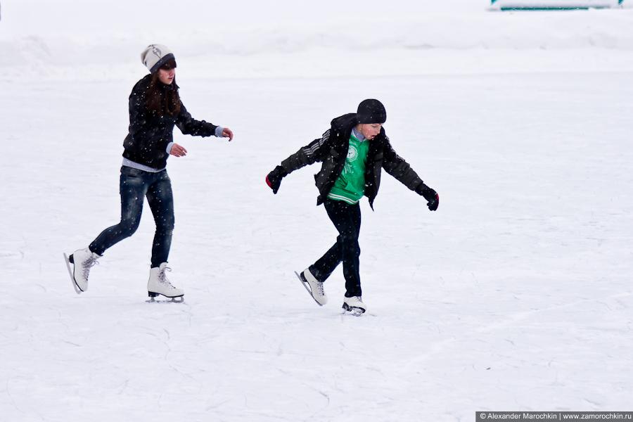 Подростки на коньках