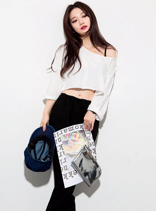 Kstylick Latest Korean Fashion K Pop Styles Fashion Blog Chuu Cropped Drop Shoulder