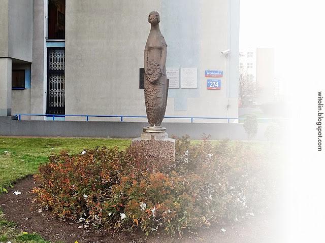 Rzeźba Syrenki przy Grochowskiej 274