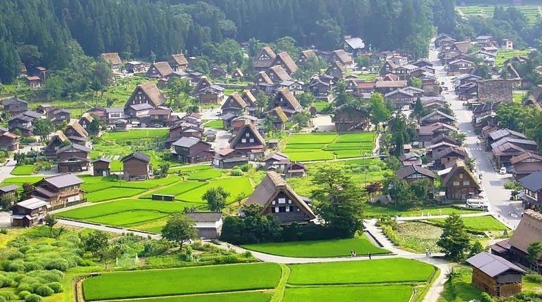 Los Pueblos históricos de Shirakawa y Gokayama