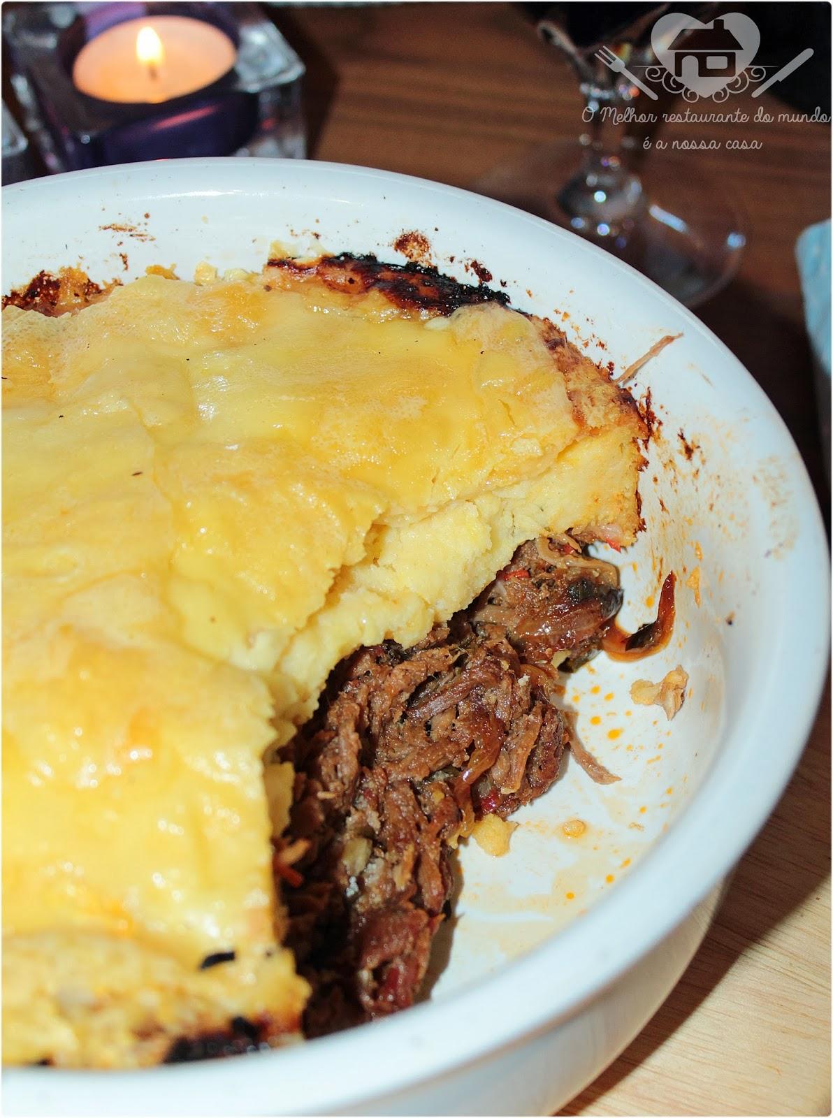 Receita prática de escondinho com ploenta cremosa com cream cheese e carne de panela desfiada com cebolas