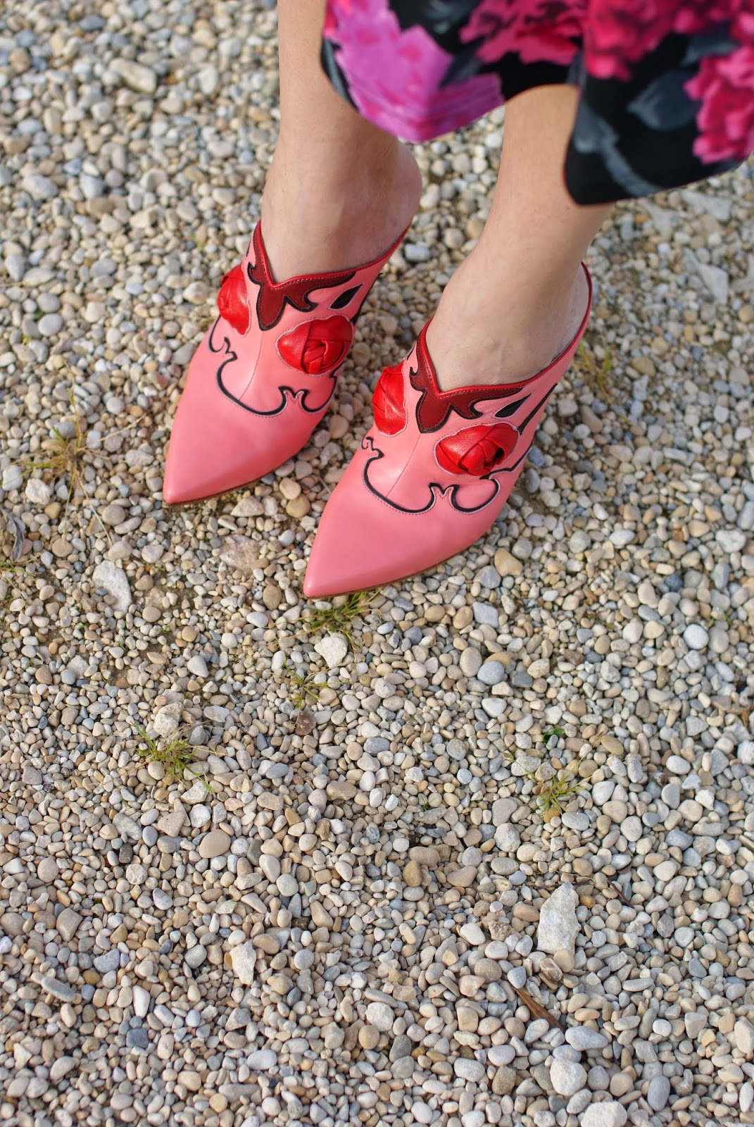 pink mules with roses, sabot rosa spazio moda bologna, Fashion and Cookies, fashion blogger
