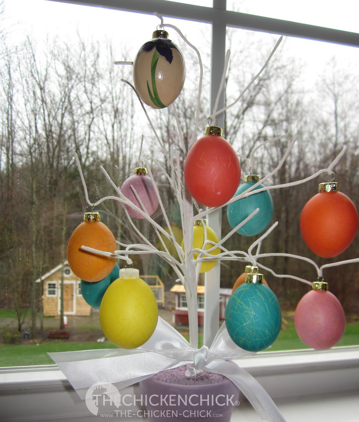 Chicken christmas ornaments - Easter Egg Tree Made With Blown Colored Eggs