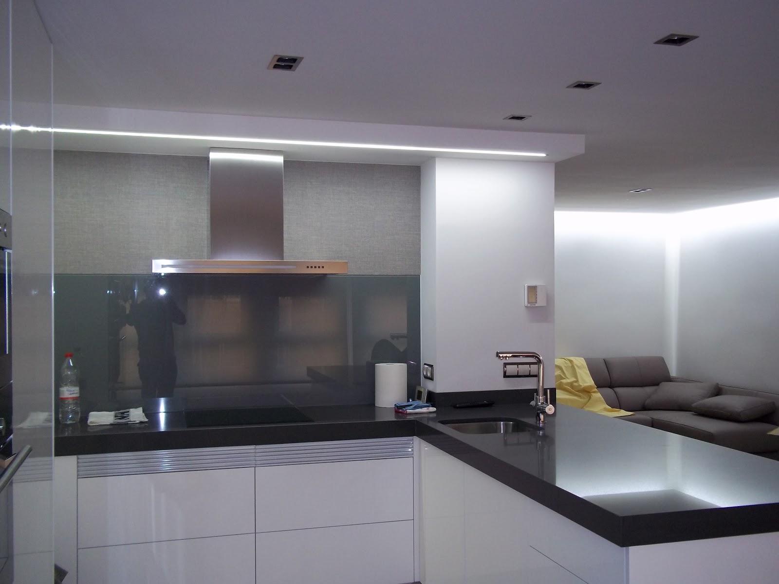 Iluminacion indirecta led disponible en color aplique de - Iluminacion indirecta led ...