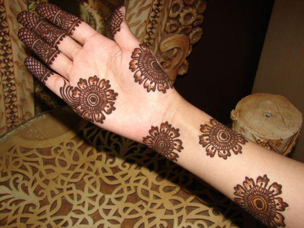 Best Mehndi Flower : Mehndi flower designs