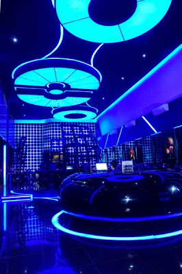 1 Cyber cafe yang super canggih ,terasa dalam Tron Legacy