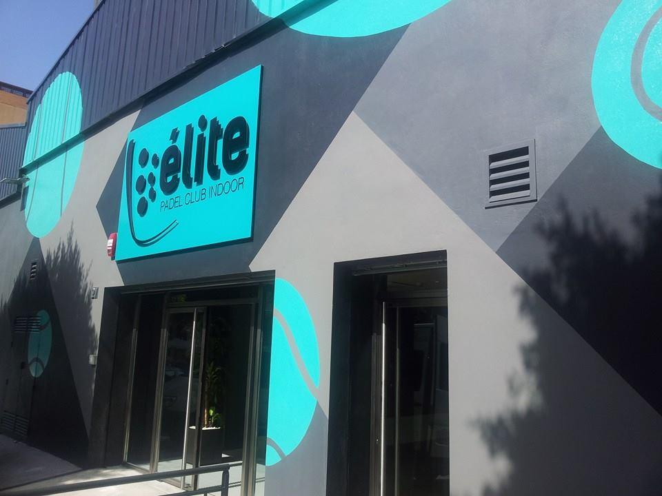 Fachada de las instalaciones Élite Pádel Club (club de pádel indoor en Almería).