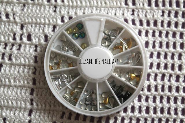 rueda de tachuelas nail art