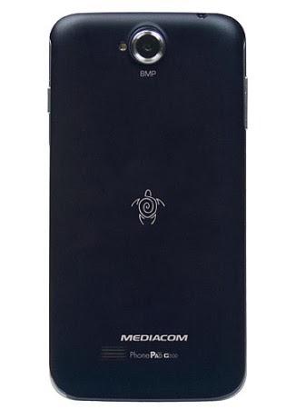 Nella parte posteriore del G500 di Mediacom troviamo la fotocamera posteriore da 8 mega pixel, l'altoparlante integrato e il flash led