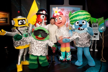 Mama to the rescue yo gabba gabba bedding and dvd giveaway we were also able to pick up the new yo gabba gabba super spies dvd the title episode features jason bateman as a super spy who steals all the balloon art thecheapjerseys Gallery