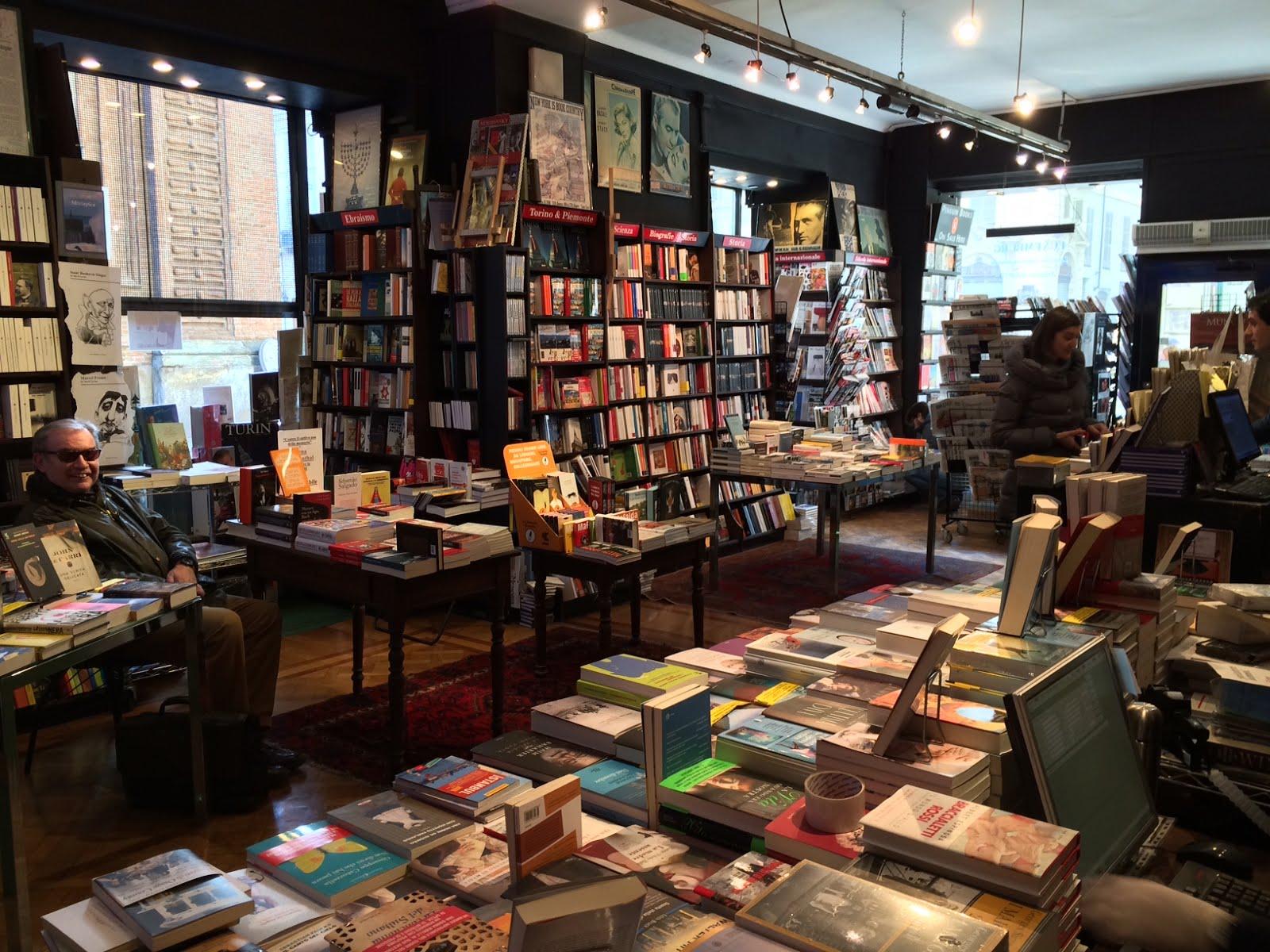 Libreria Internazionale Luxemburg, la più antica della città di Torino.
