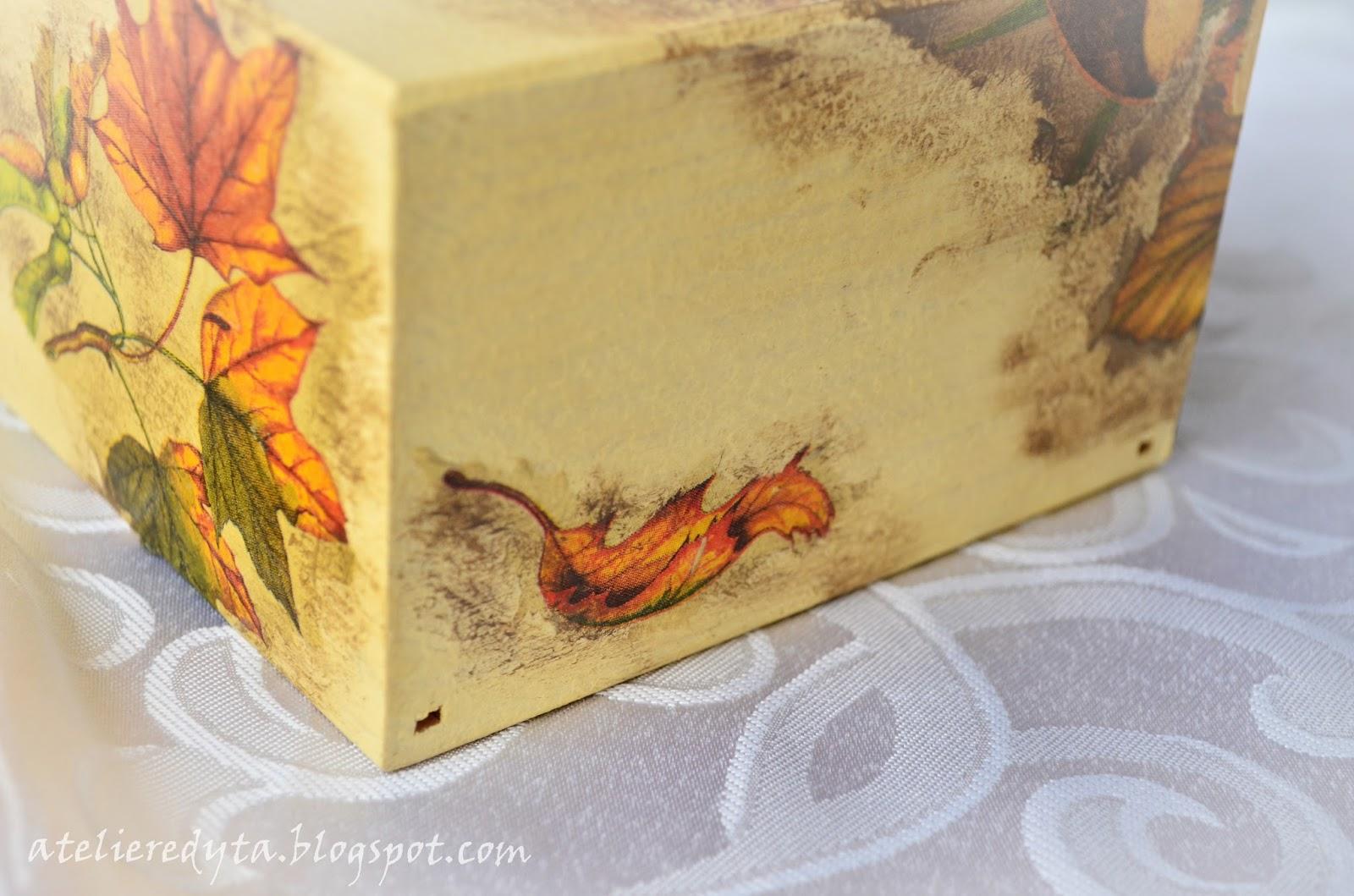 Chustecznik ozdobiony metodą decoupage w grzyby