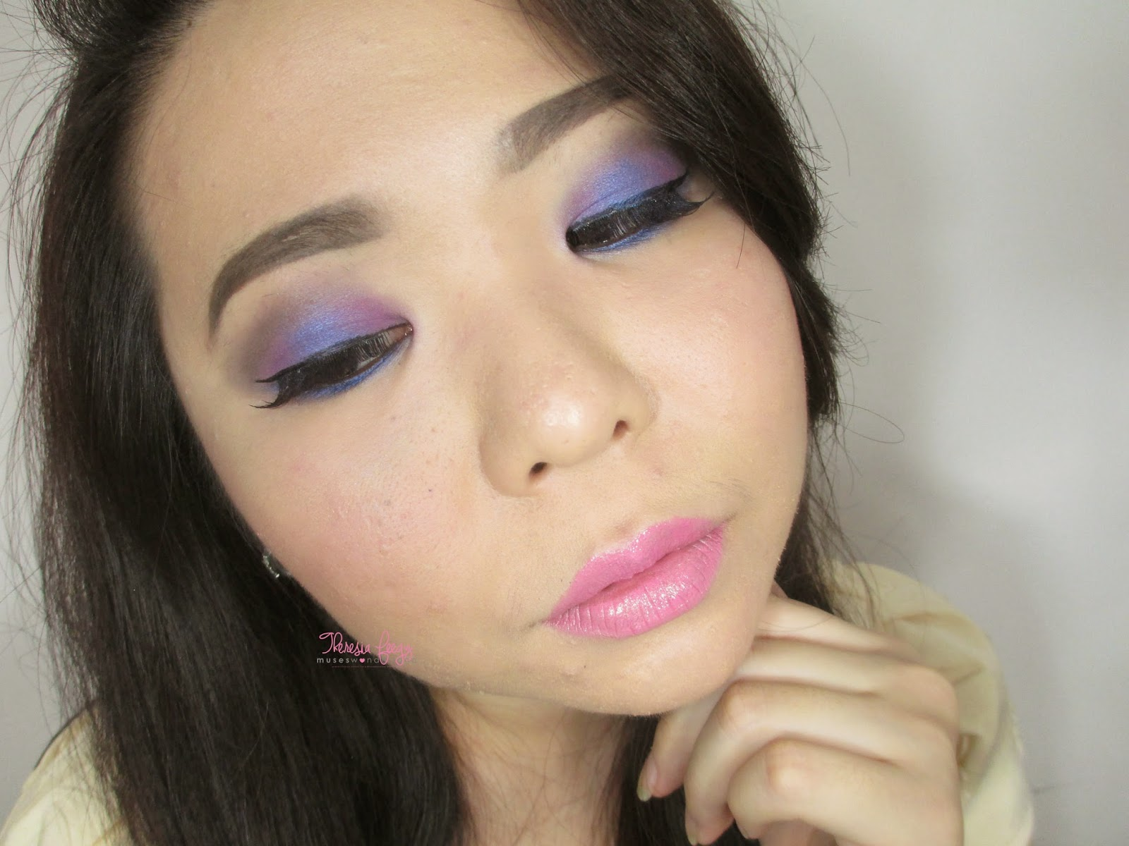 learn how to use a blue and purple to create a party makeup look. using only 1 trio eyeshadow palette from Makeover cosmetic indonesia. makeup tutorial is on youtube. mari kita belajar cara memakai eyehadow berwarna agar terlihat natural. biru dan ungu makeup mata. makeup mata romantis.