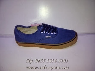 Sepatu Vans Authentic California