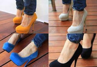 Sapatos meia pata amarelos, brancos e azul
