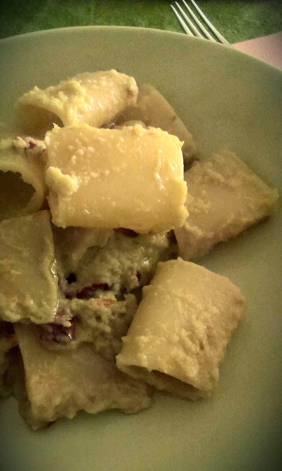 paccheri con crema di cavolo cappuccio e pomodori secchi