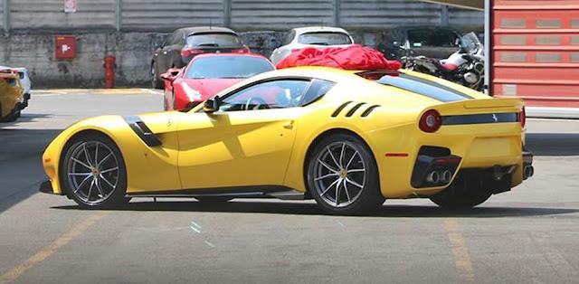 フェラーリがF12ベルリネッタの高性能バージョンがもうすぐ公開!?