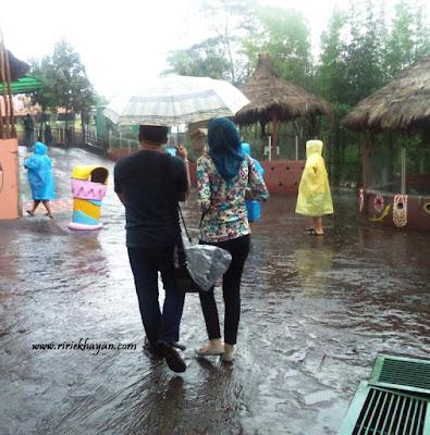 Dahsyatnya Hujan; cerita bersama hujan; melankoli hujan
