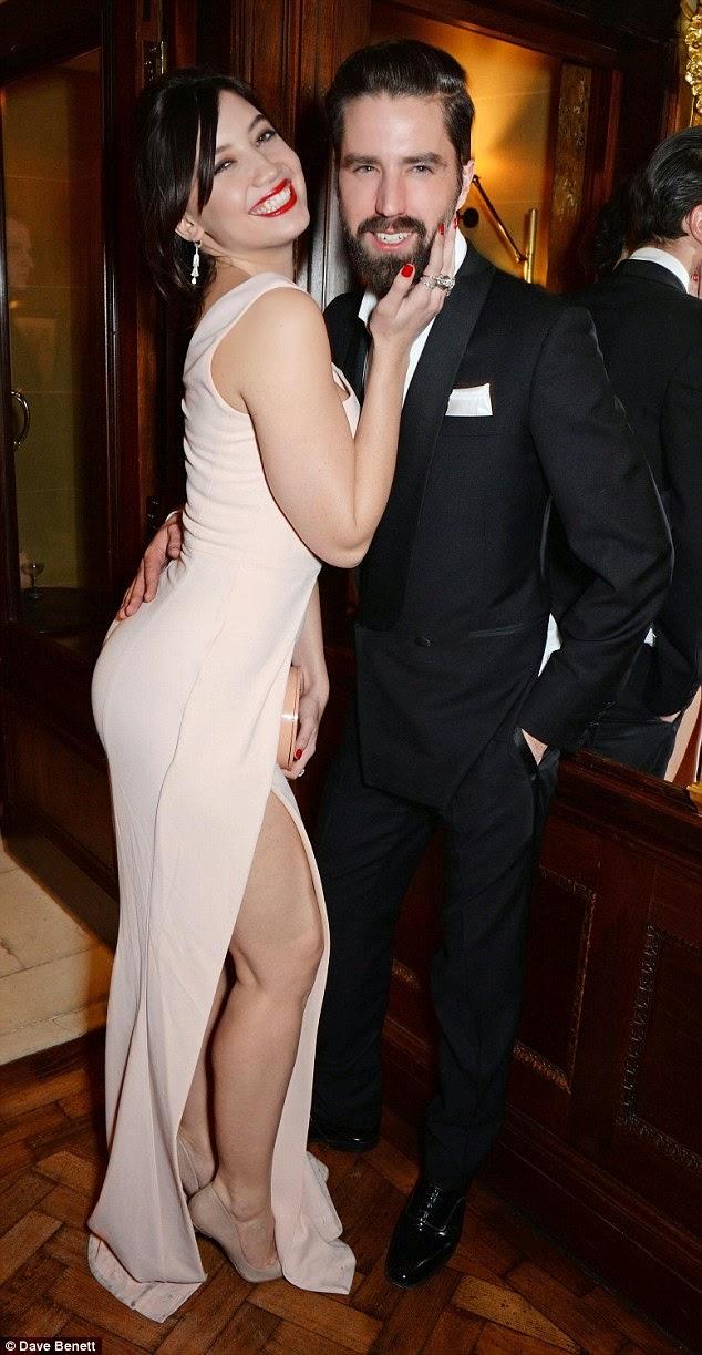الموديل ديزي لوي خلال تواجدها في جوائز بريتش فاشن