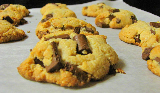 Easy Peasy: Paleo Chocolate Chip Cookies