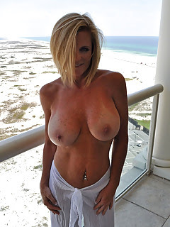 Sexy Moms Porn Pictures