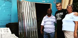 Carlos Gabriel dispone reconstrucción de cien casas en Villa Duarte
