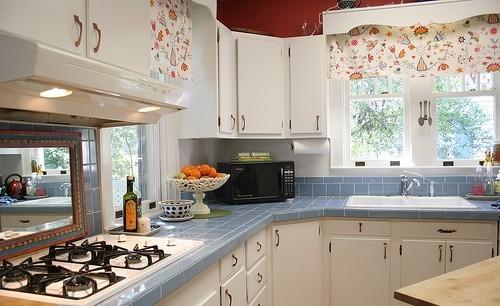 дизайн маленькой кухни фото с окном в частном доме
