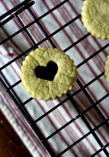 Valentines-DayLinzer-Cookies-tasteasyougo.com