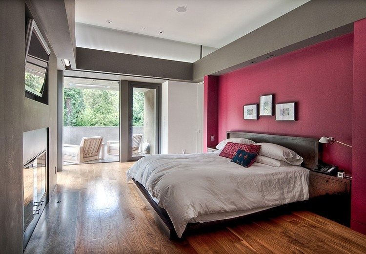Pink wall bedroom in Dream Home by Chu+Gooding Architects