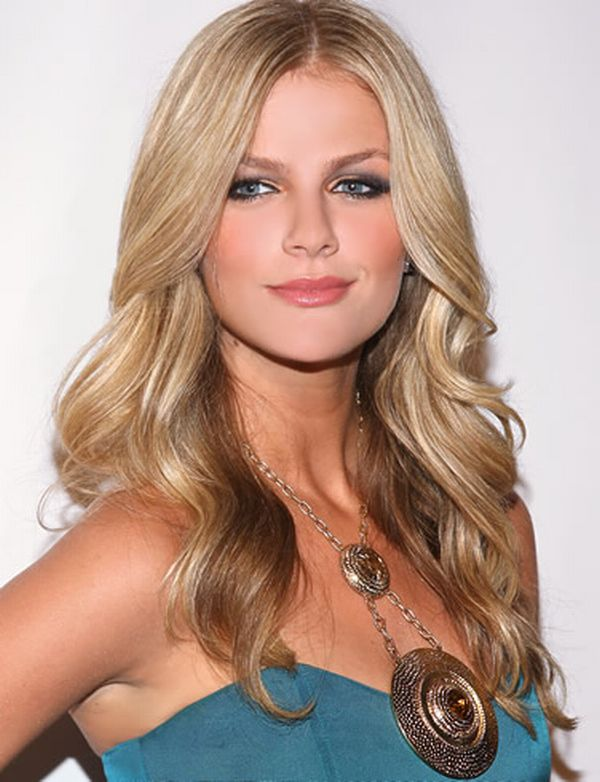 Brooklyn Decker Calls ... Brooklyn Decker