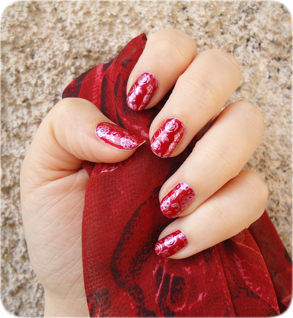Antre de Syonah: Nail Art : Rouge à fleurs roses