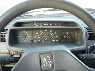 coches de los 80 peugeot 205 volante marcador cuentakilometros