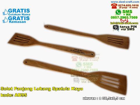 solet panjang lubang spatula kayu
