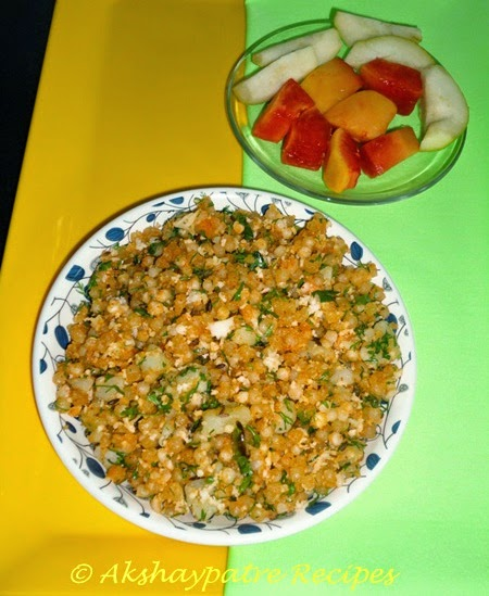 serve the sabudana khichdi hot