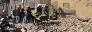 CROLLO PALAZZO A TARANTO CAUSA BOMBOLA DI GAS