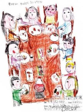 Los chicos dibujan a su familia