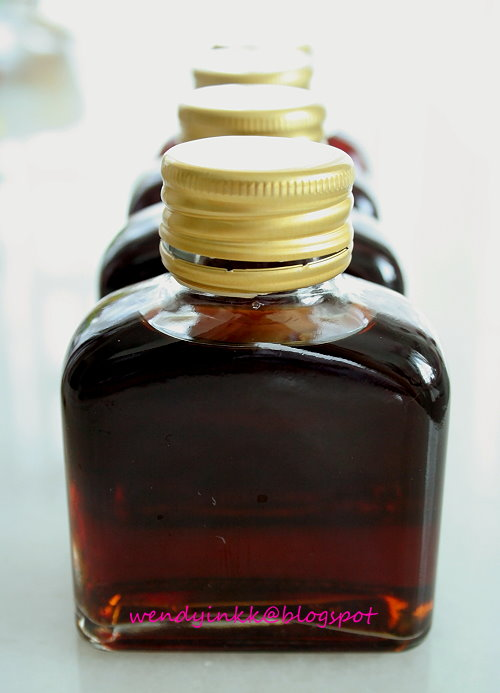 Table for 2.... or more: Homemade Vanilla Extract and a ...