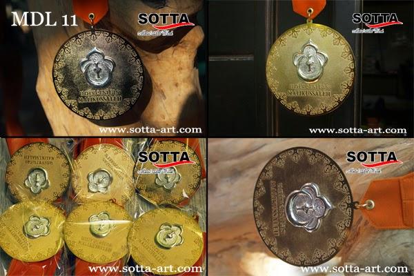 jual medali,buat medali,medali jogja,kerajinan kuningan,ugm, souvenir, aksesoris, souvenir pernikahan, souvenir ugm, souvenir uny