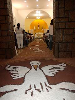 Imagens da Santa Missa de Corpus Christi na Igreja Matriz em Almino Afonso