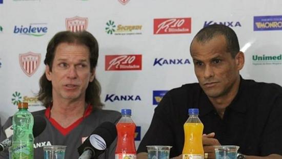 Ainda presidente, Rivaldo apresentou técnico Sergio Guedes no último dia 30 de junho