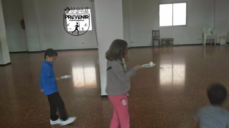 jugar al ping pong