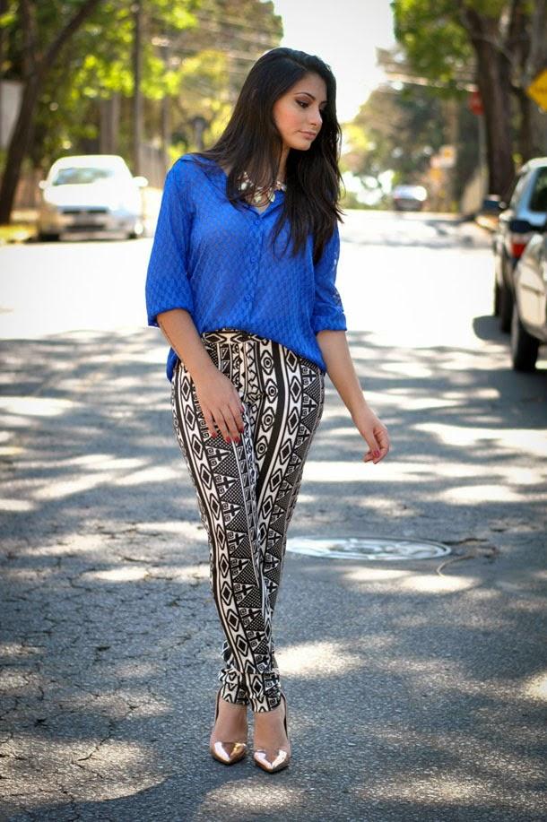 Look: calça com estampa étnica e camisa de seda azul klein - tendência primavera verão 2014