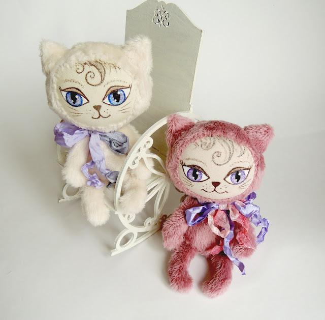 два котенка