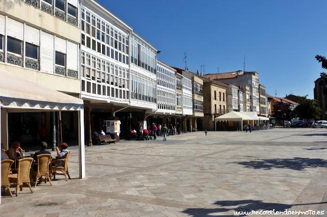 Soportales plaza mayor de Aguilar de Campoo