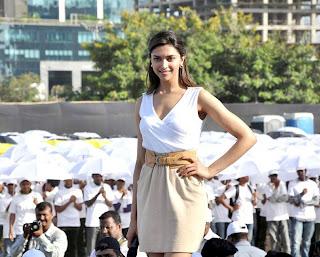 Pretty Deepika Padukone sizzles at Neutrogena largest Umbrella Mosaice press meet