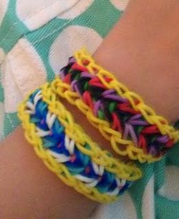 http://translate.googleusercontent.com/translate_c?depth=1&hl=es&rurl=translate.google.es&sl=en&tl=es&u=http://www.instructables.com/id/Rainbow-Loom-Feather-Bracelet/&usg=ALkJrhi_hmu4-UXNSq81Qx7t4VUcABdT1Q